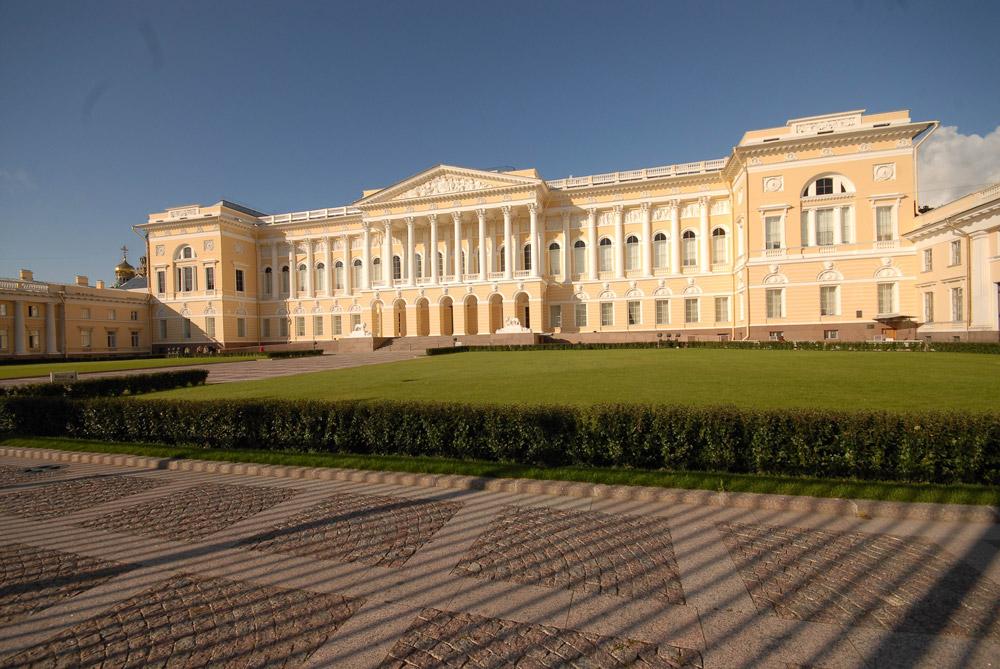 Palais michel saint petersbourg construit de 1819 for Architecte grand palais
