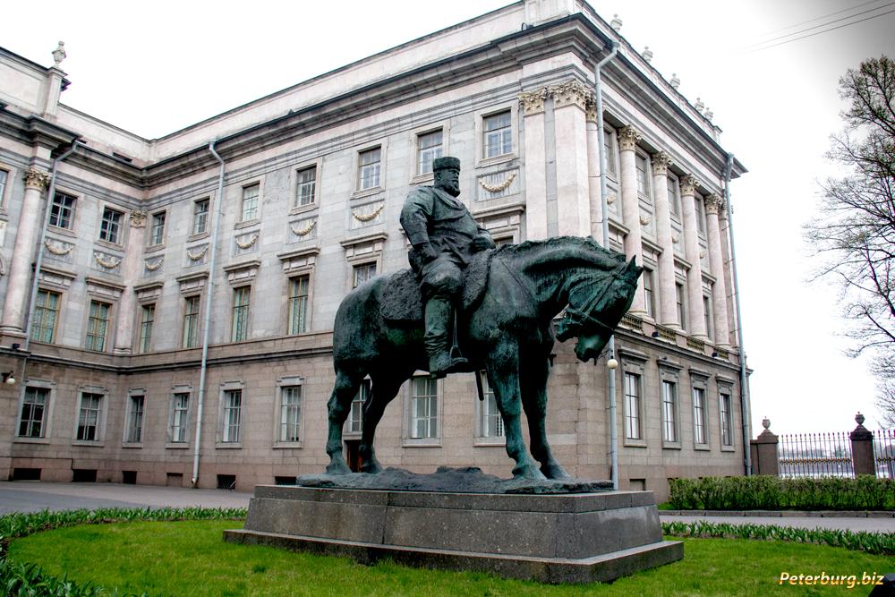 Памятник недорого спб грибоедову заказать памятник на кладбище 2018