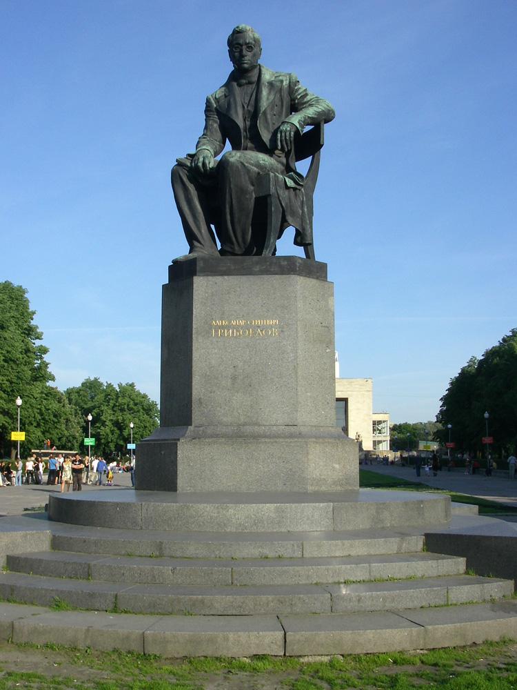 Памятник в спб а с грибоедову памятник евстигнееву в нижнем новгороде фото
