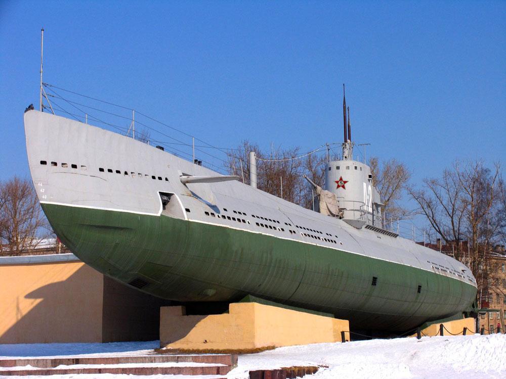 Мужиком экскурсионная подводная лодка член